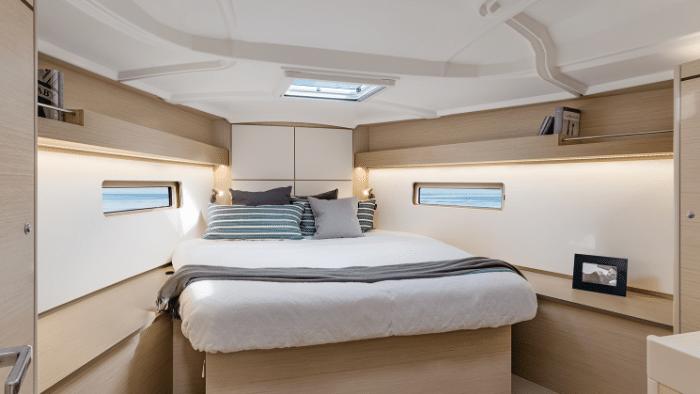 Interior Beneteau OCEANIS 40.1 Sailboat - Boat Review