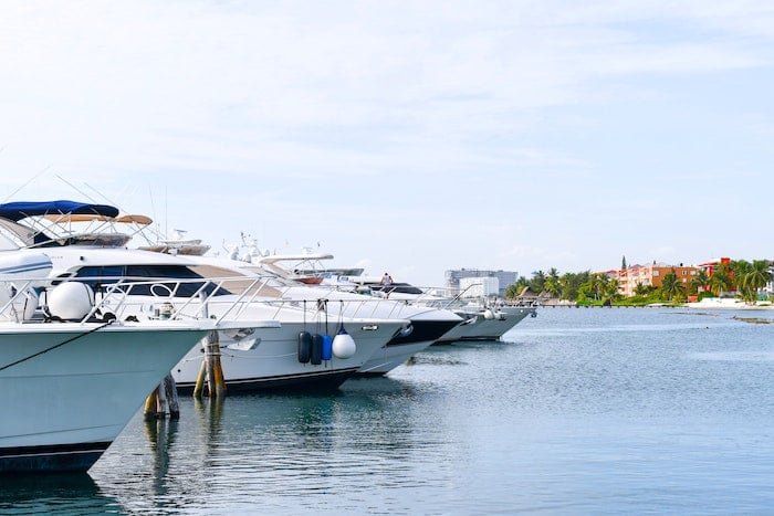 yachts in harbor, Four Signs The Yacht Owner Wants To Sell A Yacht Quickly