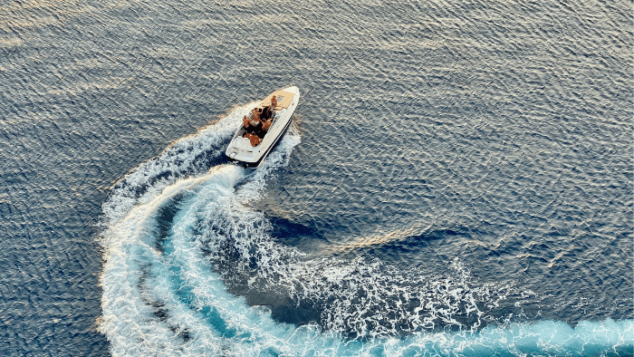 motor boat racing on the ocean, How to Sell Your Boat On The Market
