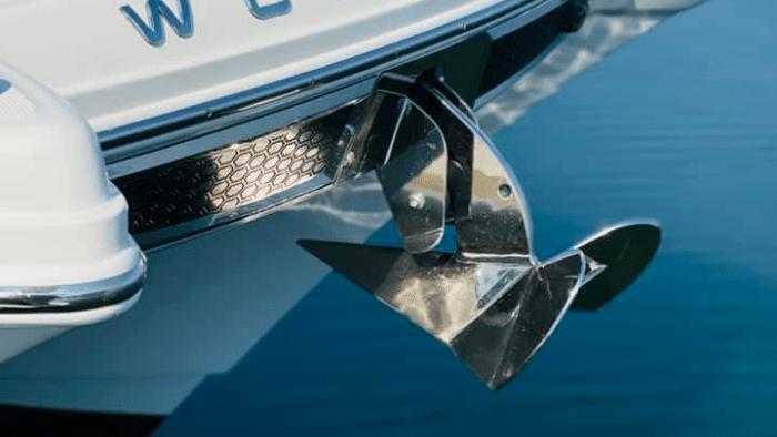 World Cat 280CC-X Center Console Boat engine