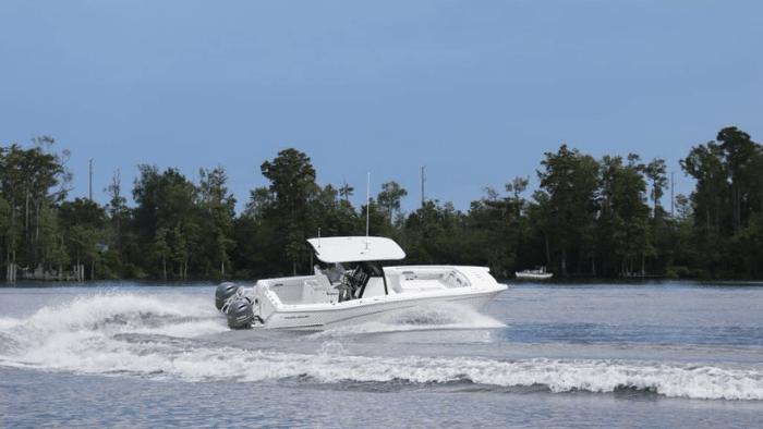 test ride 280CC-X Center Console Boat