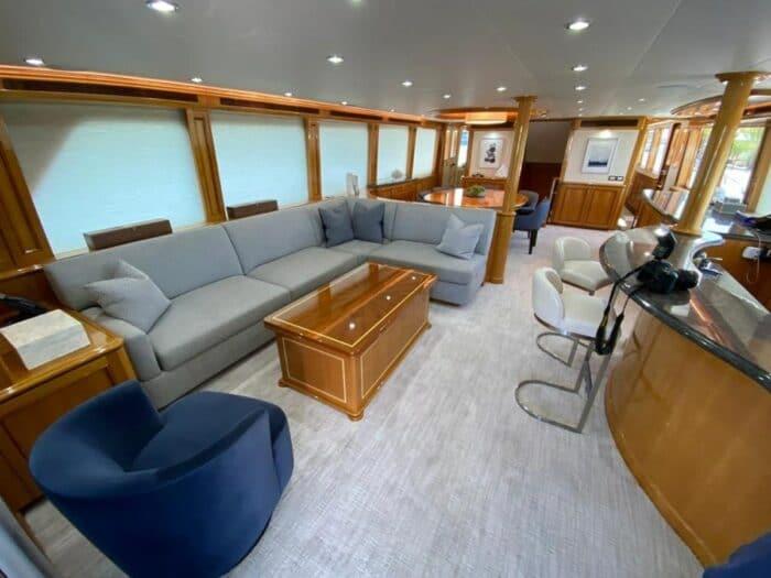 2011 103ft Cheoy Lee Cockpit Sky Lounge BLUE STEELE living room