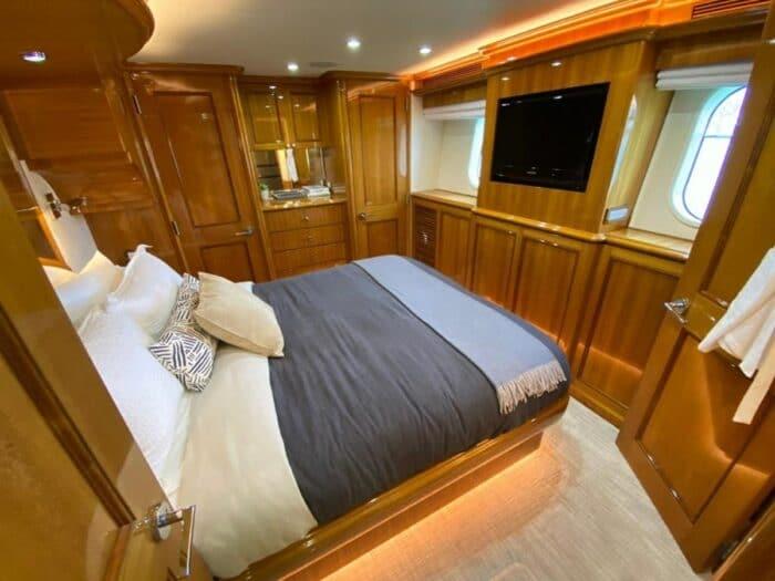 2011 103ft Cheoy Lee Cockpit Sky Lounge BLUE STEELE master bedroom