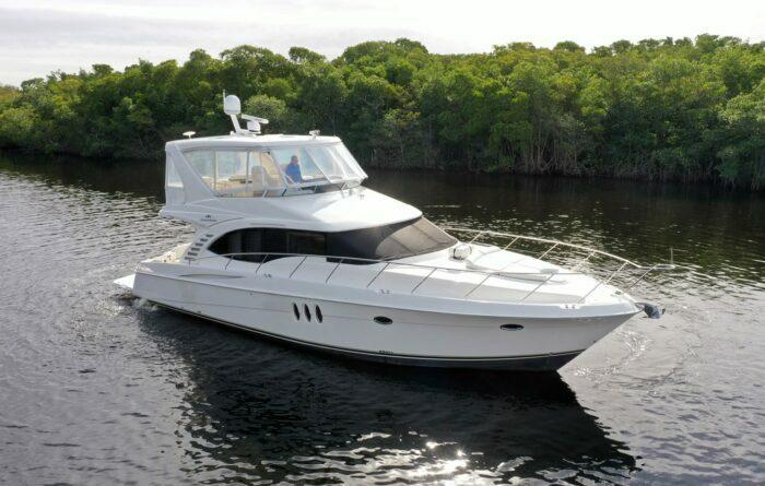 cabin cruiser, boat types
